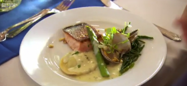 Salmon mousse raviolo with salmon and asparagus