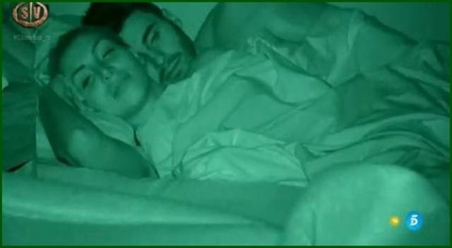 Noel y Elisa duermen juntos en el hotel