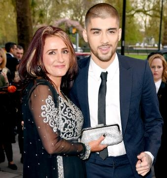 Zayn Malik e la madre agli Asian Awards 2015