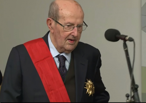 Manoel was distinguished by France in 2014.