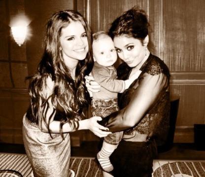 Selena mag Kinder über alles.