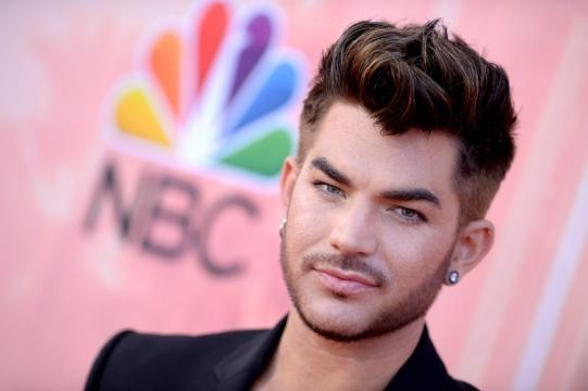 Lambert en la Alfombra de los I Heart Awards 2015