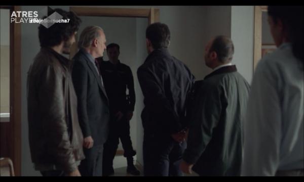 Roberto es detenido por la policía