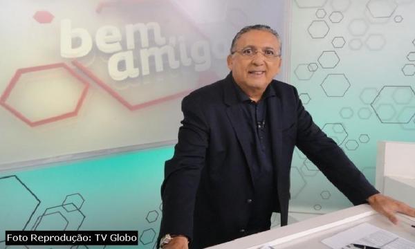 Galvão Bueno, apresentando o