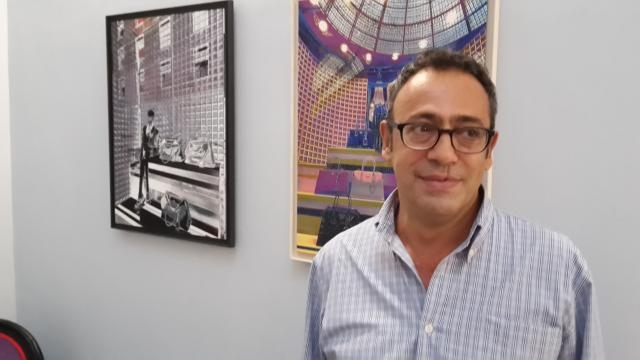 Corrado Pastore tra le sue opere in mostra