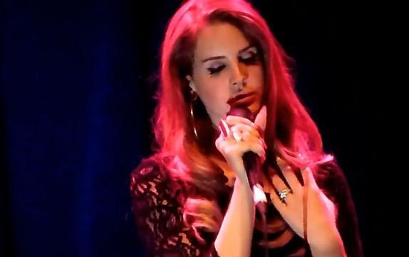 La cantante Lana Del Rey durante un concierto