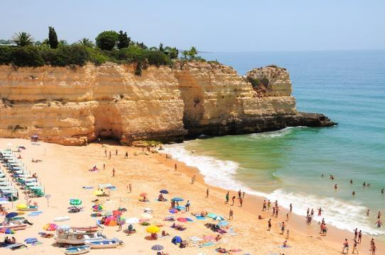 Praia da Rocha situada na Costa de Portimão