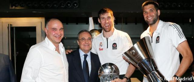 Florentino Pérez celebrando junto al Chapu Nocioni