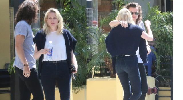 Harry Styles despede-se de amiga, após o almoço