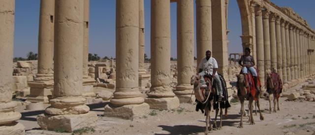 Uno dei colonnati della città di Palmira
