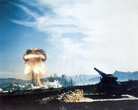 Teste de artilharia nuclear na Guerra Fria.