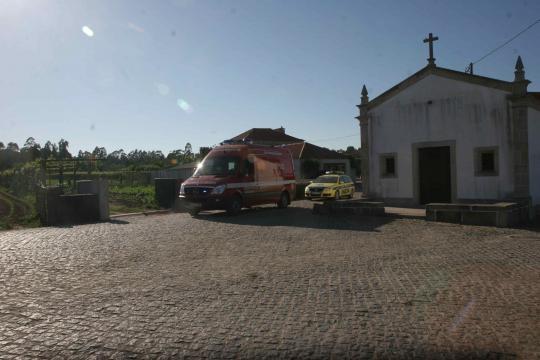 BV Barcelinhos e VMER no socorro da vítima.