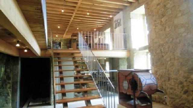 Escadaria de acesso ao 2º piso