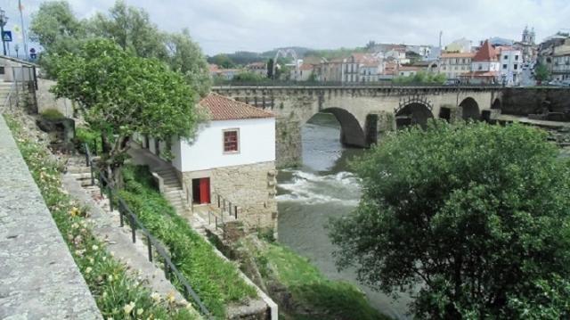 Vista para o rio Cávado e Casa da Azenha