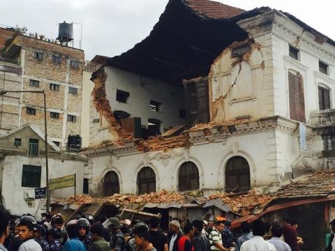 Edifício em ruínas no centro de katmandu