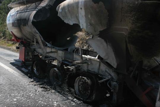 Rebentamento de pneu provocou chamas