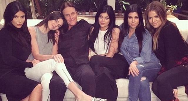 Bruce Jenner com as filhas e enteadas