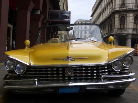 Auto antiguo en La Habana, Cuba