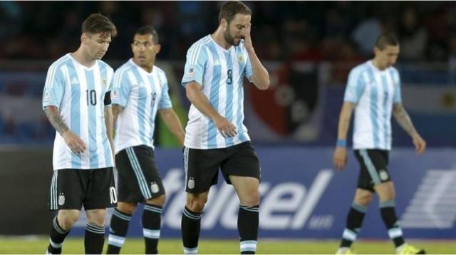 Higuaín no puede creer el empate