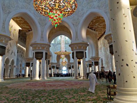 La alfombra y la lampara las mas grandes del mundo