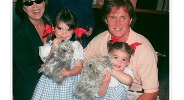 Kylie recordou imagem da infância com os pais