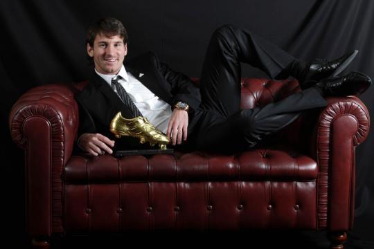 Leo Messi con el botin de oro - Facebook Leo Messi
