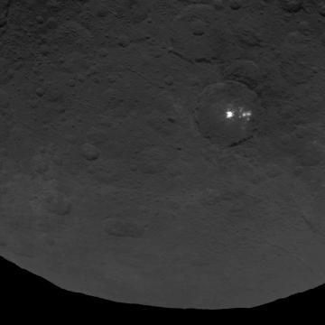 Manchas brillantes en la superficie de Ceres