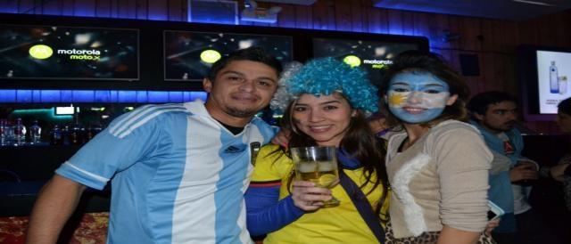 Argentinos y colombianos unidos en el festejo