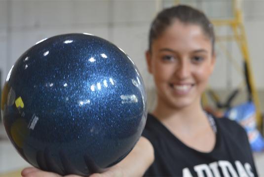 Camila Giorgi mostrando uno de sus elementos