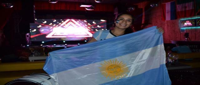 La bandera argentina y mucho color