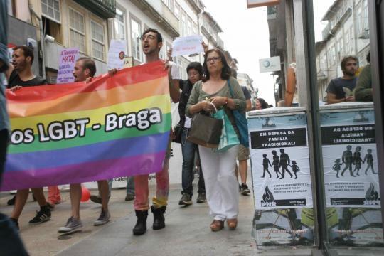 Marcha LGBT confronta com PNR.