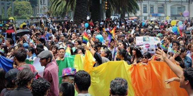 Miles de personas abarrotaron Reforma 01