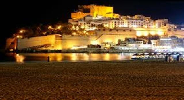El Castillo Papa Luna de noche
