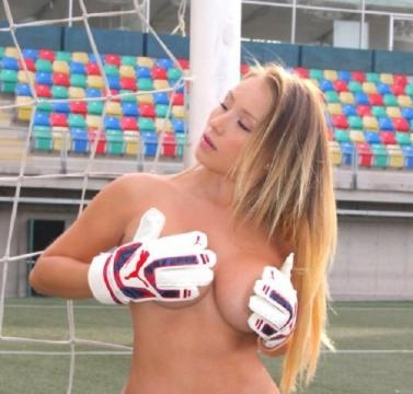 Daniella Chavez balance sur Cristiano Ronaldo ! 2