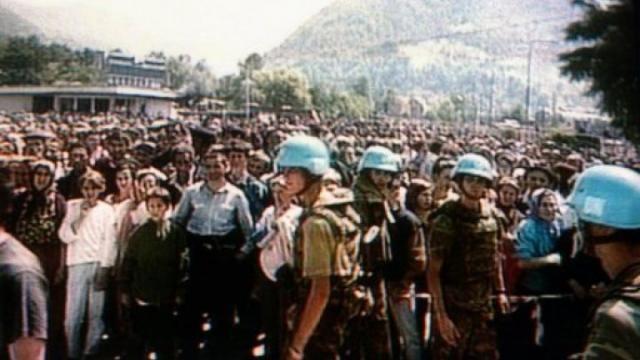 Genocídio de cerca de 8000 bósnios