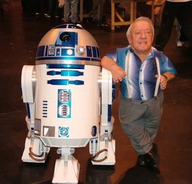 2-Kenny Baker le dio vida al androide R2-D2
