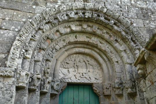 Timpano do tipo Pantocrator do Castelo de Ansiães