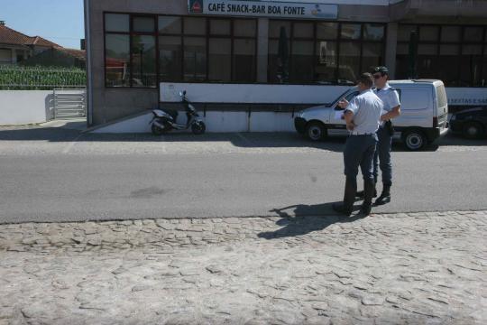 Acidente aconteceu em frente ao café Boa Fonte.
