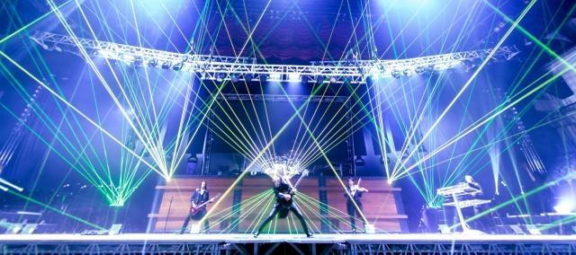 A grandiosa presença de palco da T.S.O.