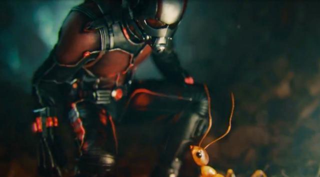 Hombre y hormiga, mucho más que el tamaño en común