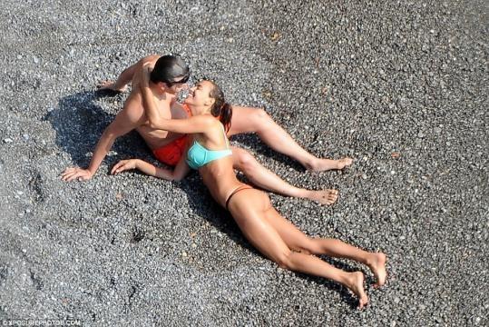 Irina Shayk e Bradley Cooper sorridentes