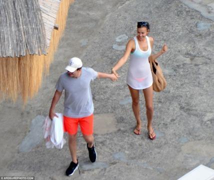 Os dois têm aproveitado para passear pela costa