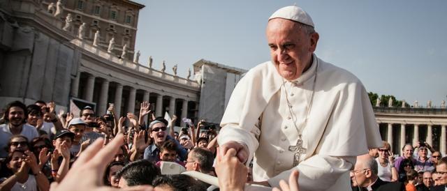 Le critiche sono arrivate anche da parte del Papa.