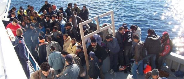 Una nave in soccorso dei migranti.