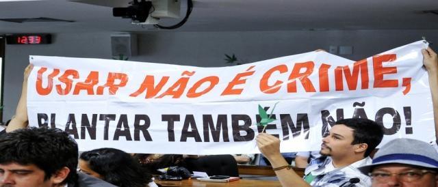 Faixa de manifestantes pró-descriminalização