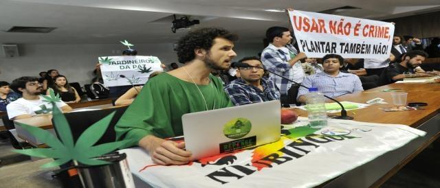 Manifestante argumenta sobre a descriminalização