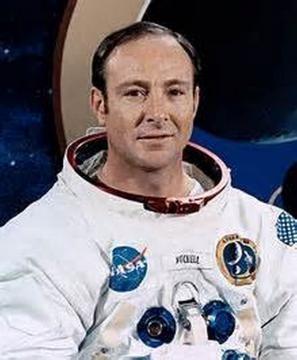 Edgar Mitchell ai tempi dell'Apollo 14.
