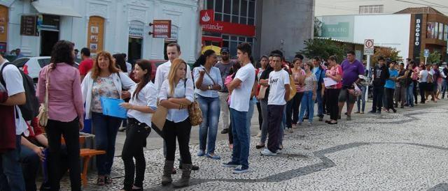 Filas se formam em questão de minutos no Brasil