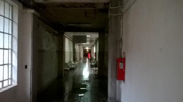 Así se ven los pasillos del Hospital Rivadavia.