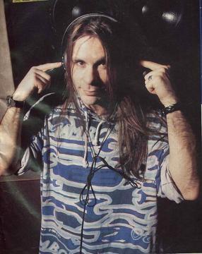 Bruce Dickinson cantante de heavymetal y mucho más